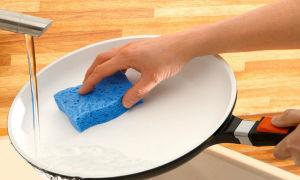 Очищаем сковородку из керамики от нагара