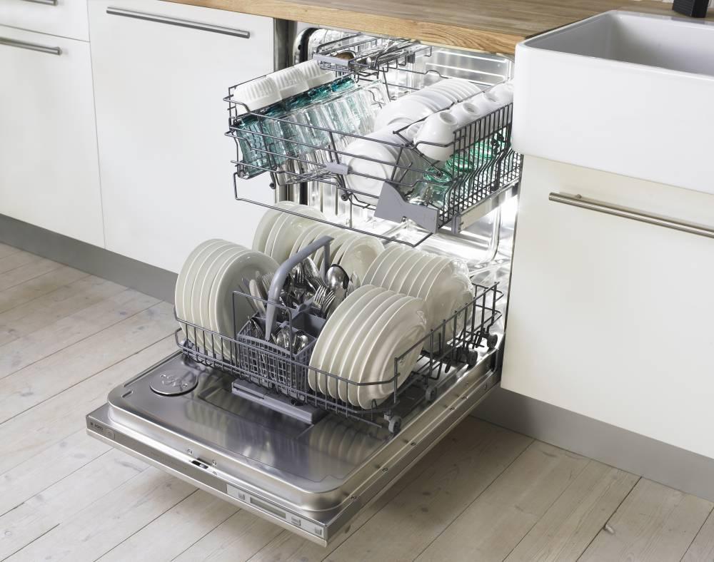 Каждая девушка должна знать как убрать запах из посудомоечной машины.