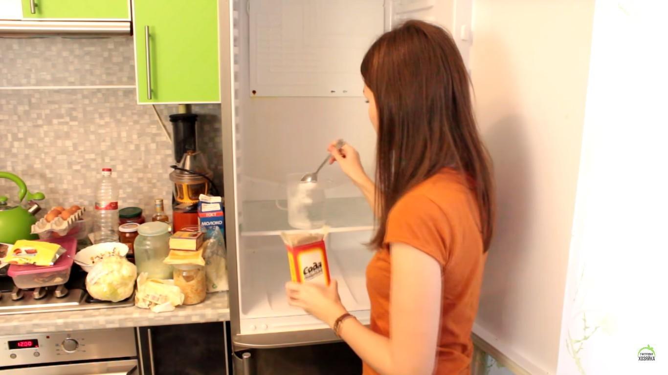 Сода практически универсальное моющее средство.