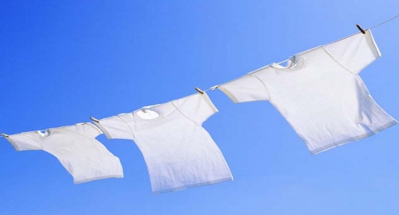 Есть несколько наиболее эффективных методов с помощью которых можно отбелить футболку.