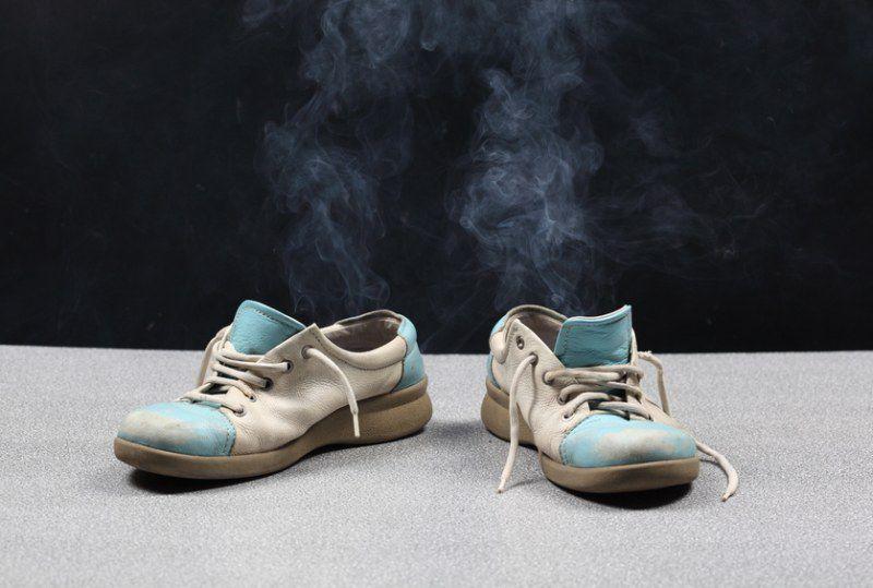 Каждый из нас хоть раз в жизни испытывал неприятный запах чужих ног.