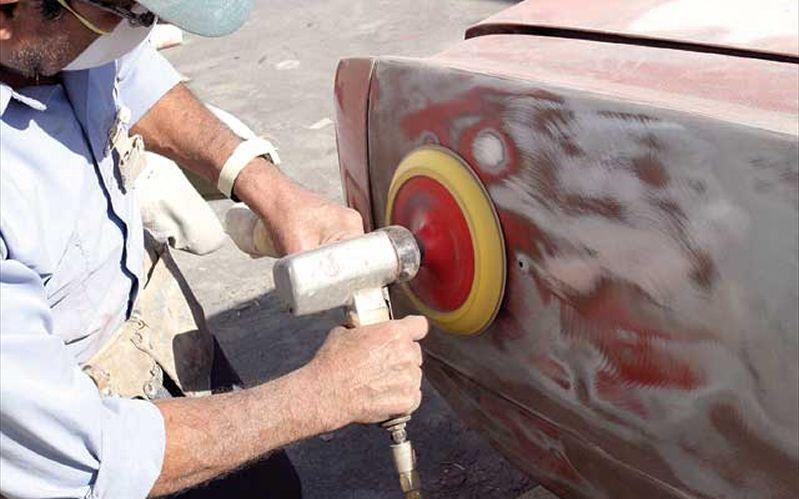 Отчистить краску легче всего электроинструментами.