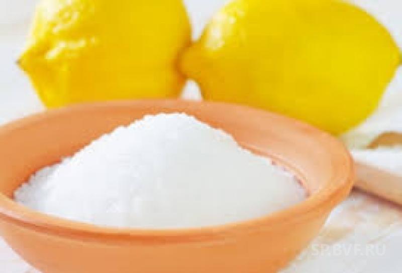 С чайным налетом прекрасно справляется лимонная кислота.