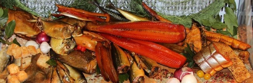 Копченая рыба более въедливая чем сырая.
