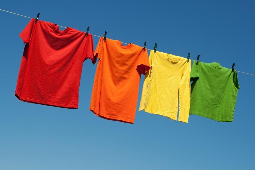 Самый простой способ - проветривание одежды.