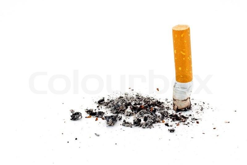 Хоть какая-то польза от сигарет, пеплом можно чистить серебряные изделия.