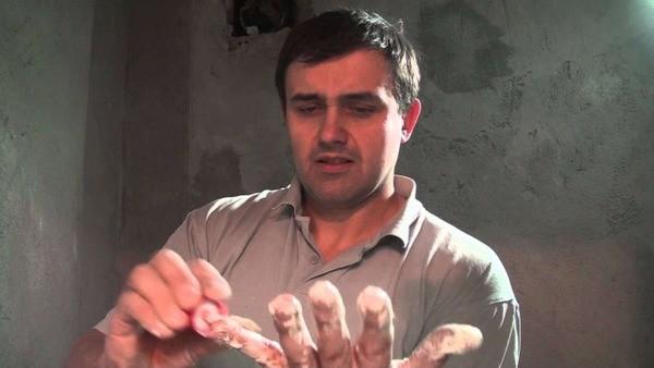 Монтажная пена на руках