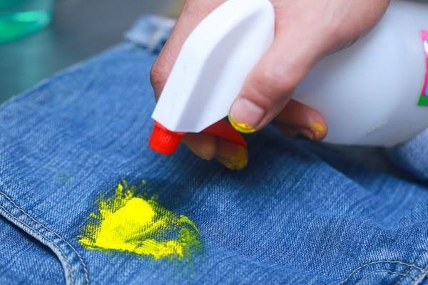 7 способов как и чем оттереть краску с одежды в домашних условиях, убираем пятна от засохшей краски
