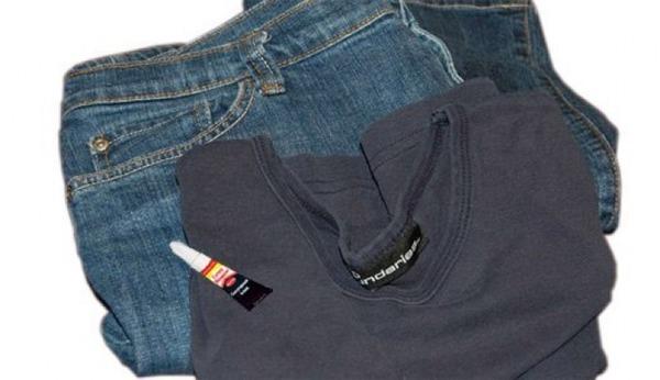 Очищаем пятно от клея с джинсов