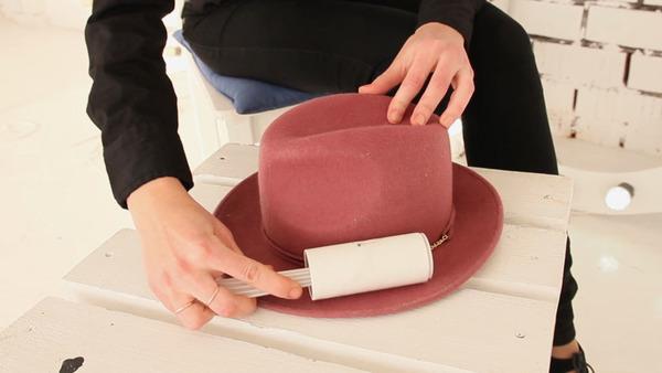 Способ очистки шляпы от загрязнения