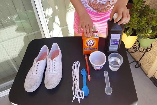 Способы удаления загрязнений с белых кроссовок