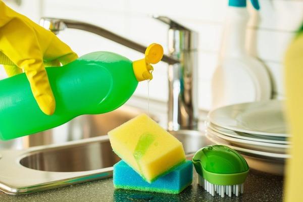 Использование средств бытовой химии для мытья посуды