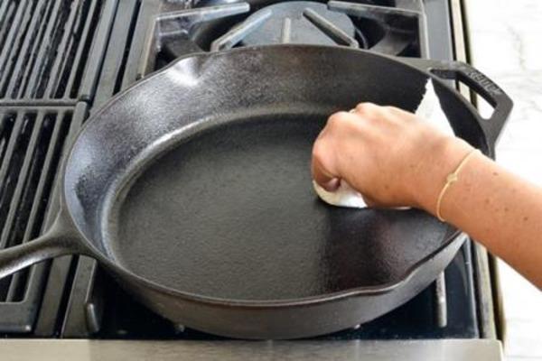 Регулярный уход за сковородой