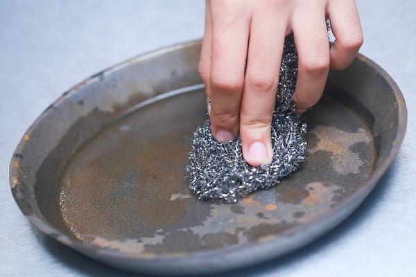 Очищаем сковороду от ржавчины