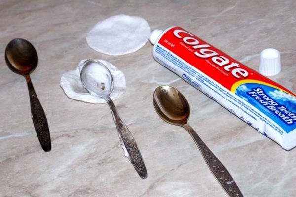 Очистка зубной пастой